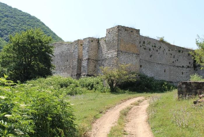 Крепость семи братьев и одной сестры