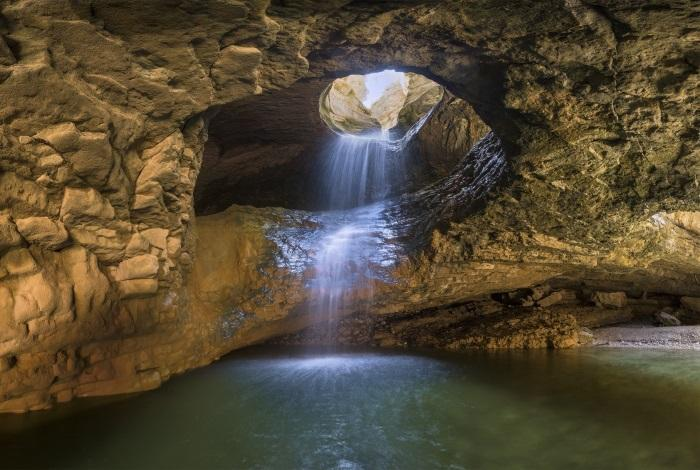 Салтинский подземный водопад
