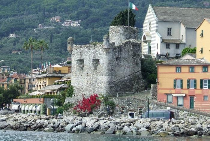 Руины замка Антико Кастелло