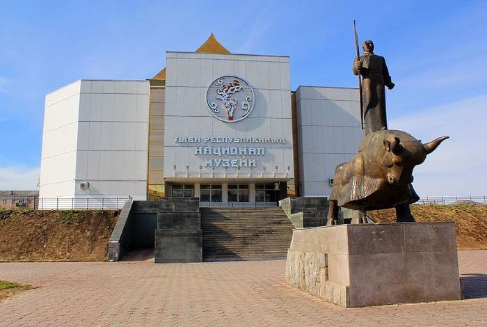 Национальный музей им. Алдан-Маадыр