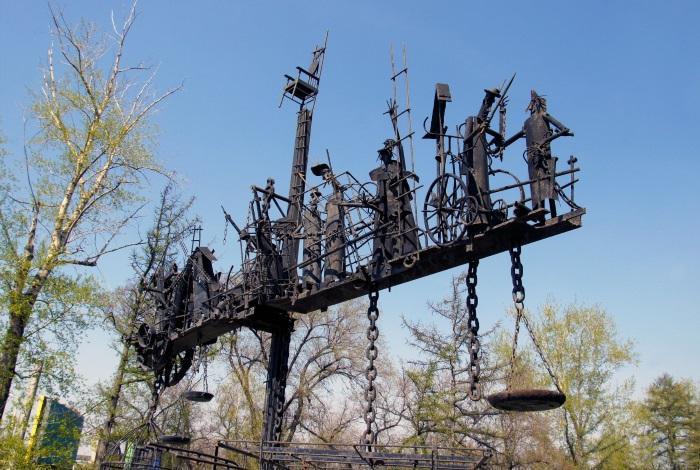 Парковая скульптура «Динамическое равновесие» или «Весы бытия»