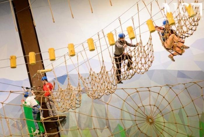 Крытый верёвочный парк «Высотный город в Питерлэнде»