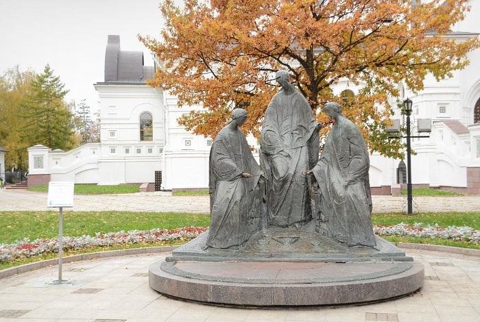 Скульптурная композиция «Троица»