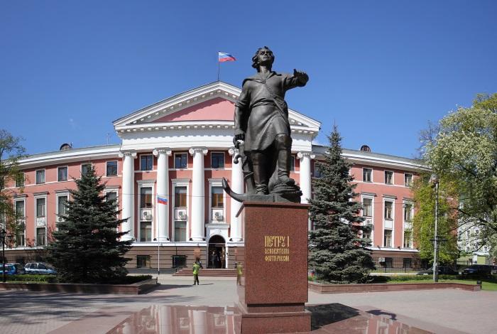 Памятник императору Петру І