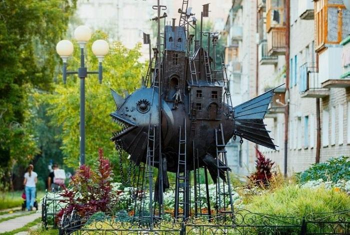 Скульптура «Чудо-юдо рыба-кит»