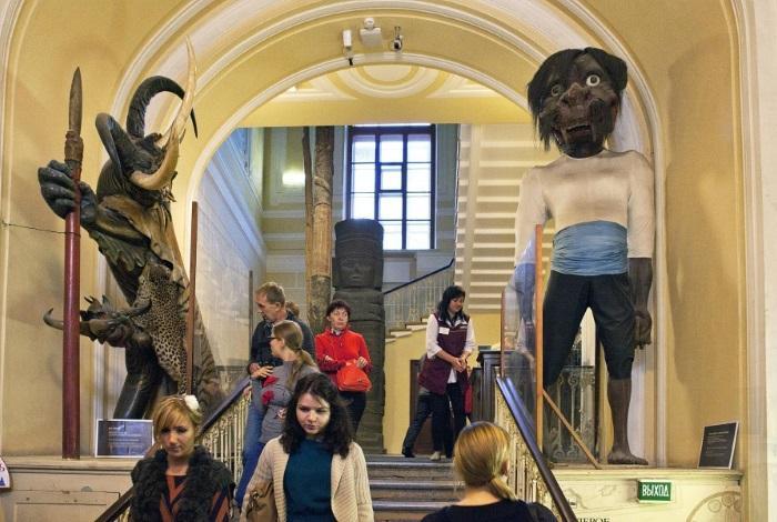 Вход в Кунсткамеру Санкт-Петербург