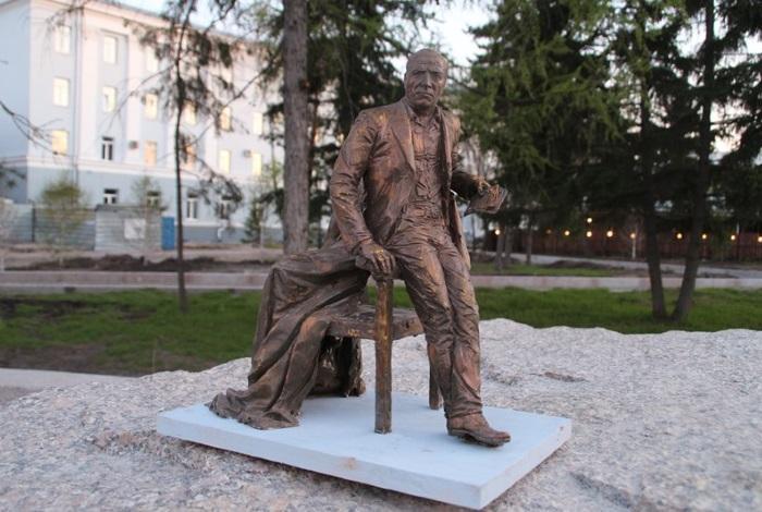 Памятник Михаилу Ульянову
