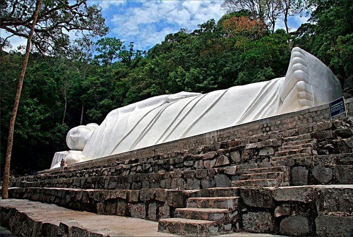 Пагода лежащего Будды