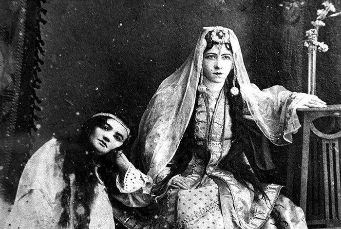Г. Болгарская (Гайни) в спктакле «Несчастный юноша». 1910-е годы