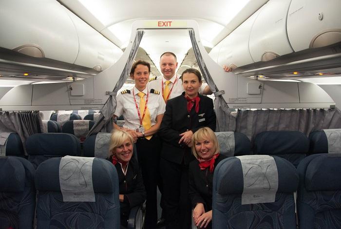 Капитан и стюардессы