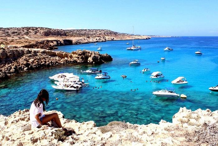 Голубая лагуна в бухте Акмас