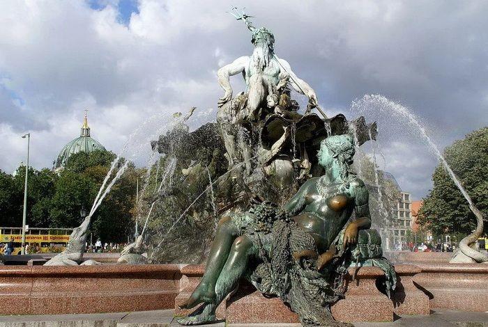 Фонтан Нептун
