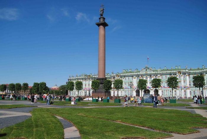 Дворцовая площадь с восстановленным Городским дворцом