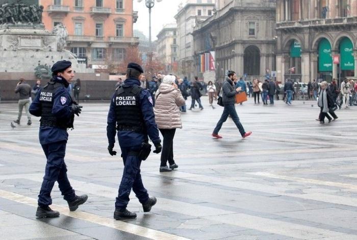 Патрулировании полиции по улицам Рима