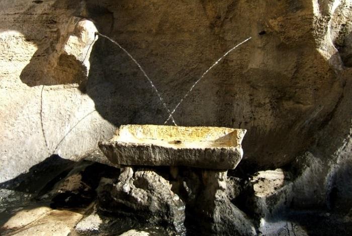 Трубочки влюбленных в фонтане Треви
