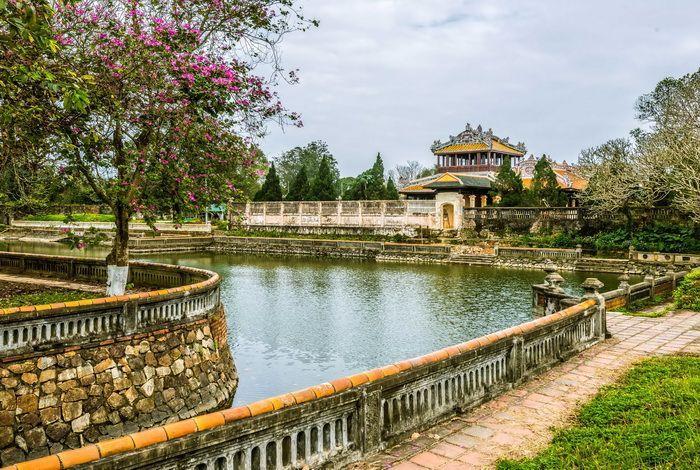 Императорские гробницы и королевская цитадель