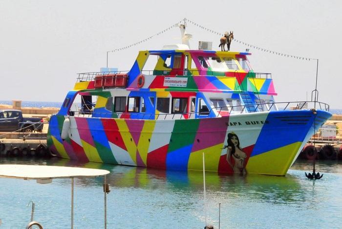 Napa Queen – разноцветная лодка