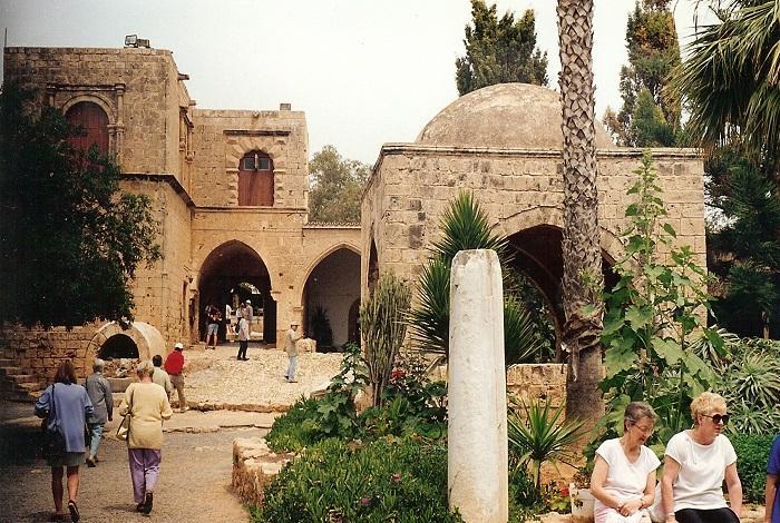 Старинный монастырь