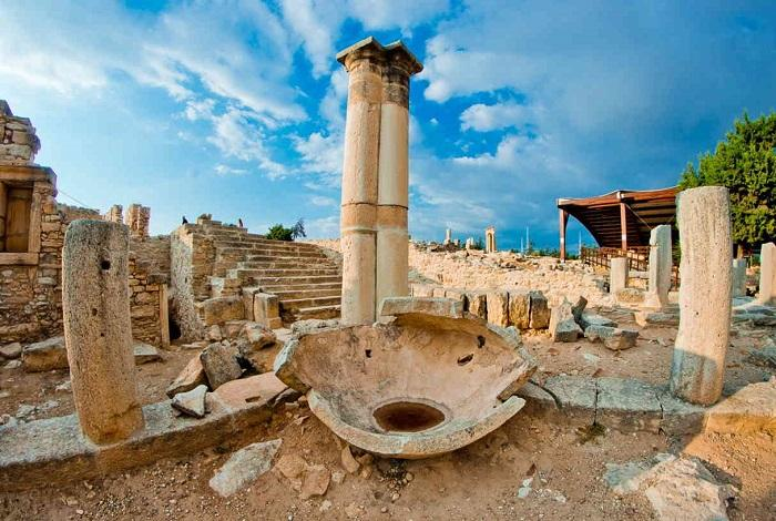Развалины Куриона с храмом Аполлона