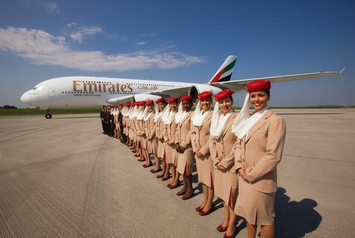 Самолет и стюардессы