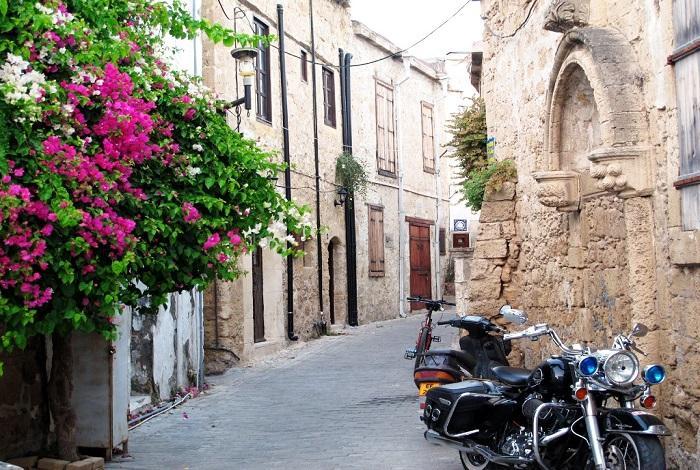 Старый город с узкими улочками