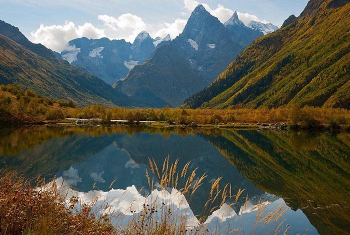 Ущелье Гоначхир с форелевым озером Туманлы-Кель